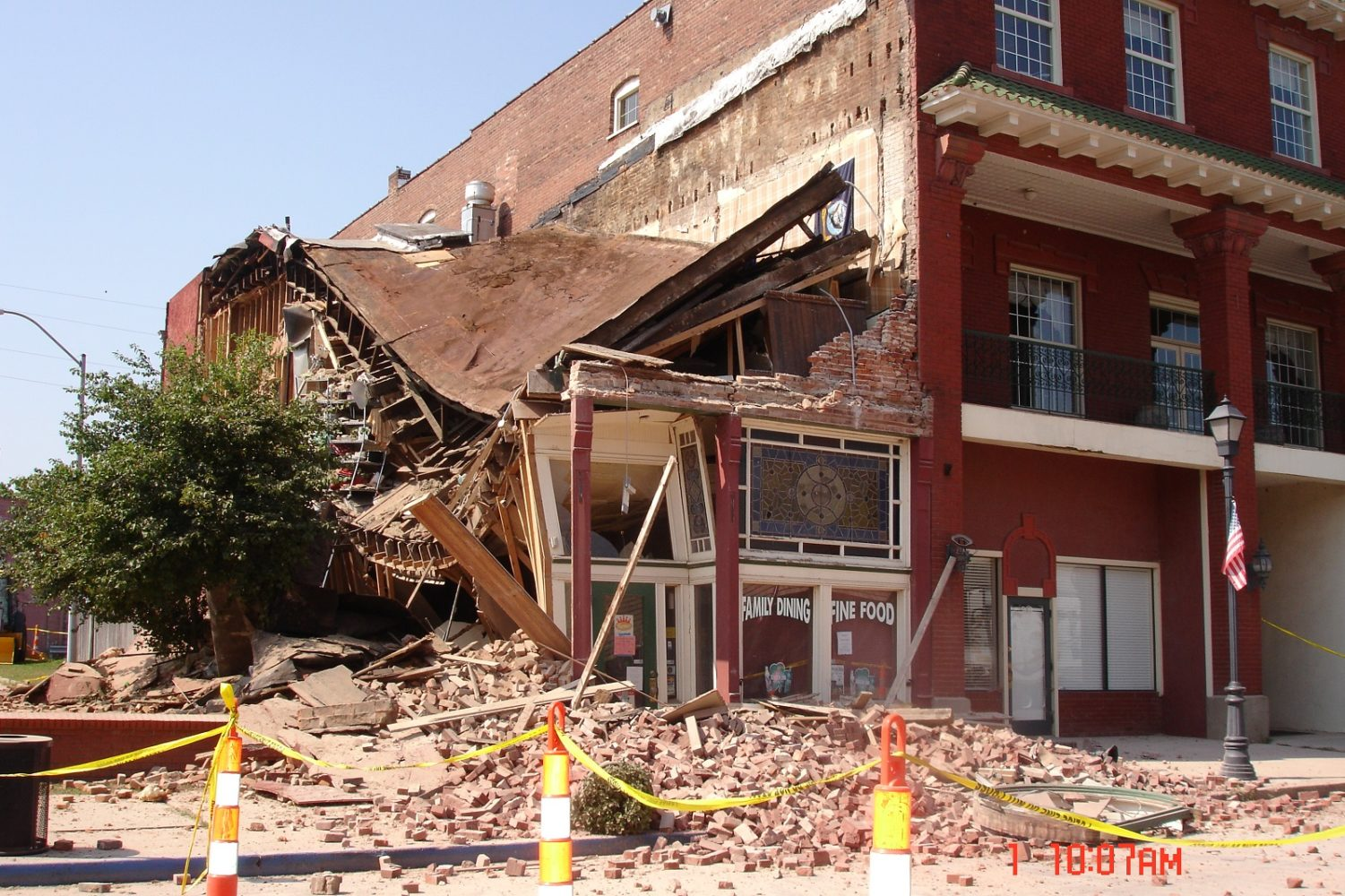 Lexington Bar Collapses