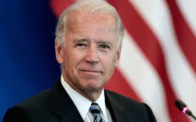 Pondering campaign, Biden sticks close to Obama