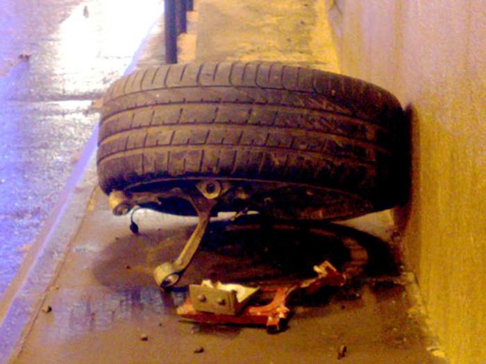 Car loses wheel and crashes