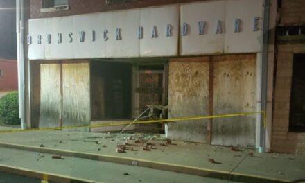 'Great team effort' secures crumbling Brunswick building, mayor says