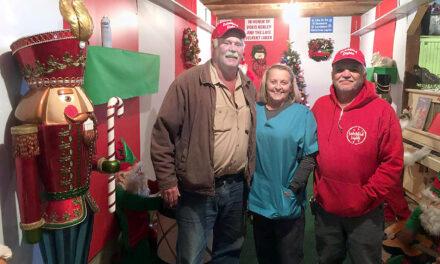 NEWSMAKER: Callao, Mo. radiates as local Christmas light display shines again